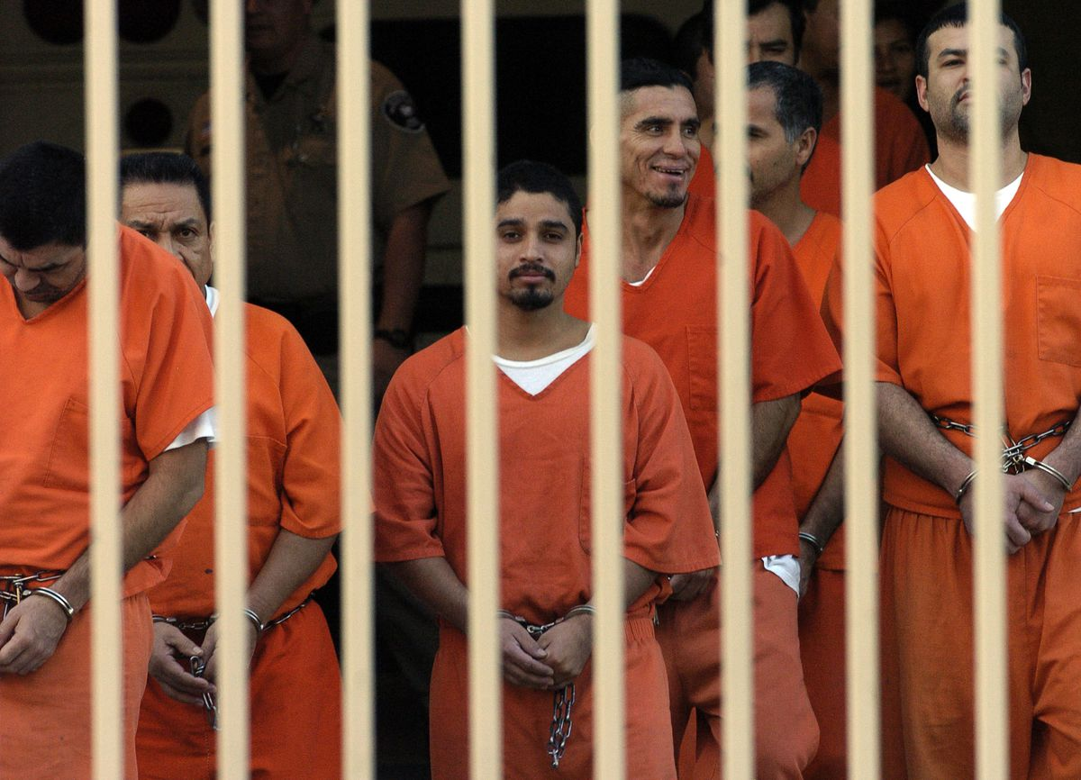 immigrants in federal jail
