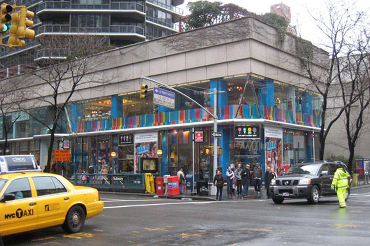 "Dylan's Candy Bar flagship via <a href=""http://www.flickr.com/photos/staceyhuggins/5260362121/"">Stacey Huggins</a>/Flickr"