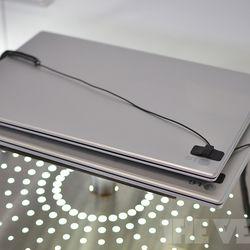 LG Z330 above, LG Z430 below
