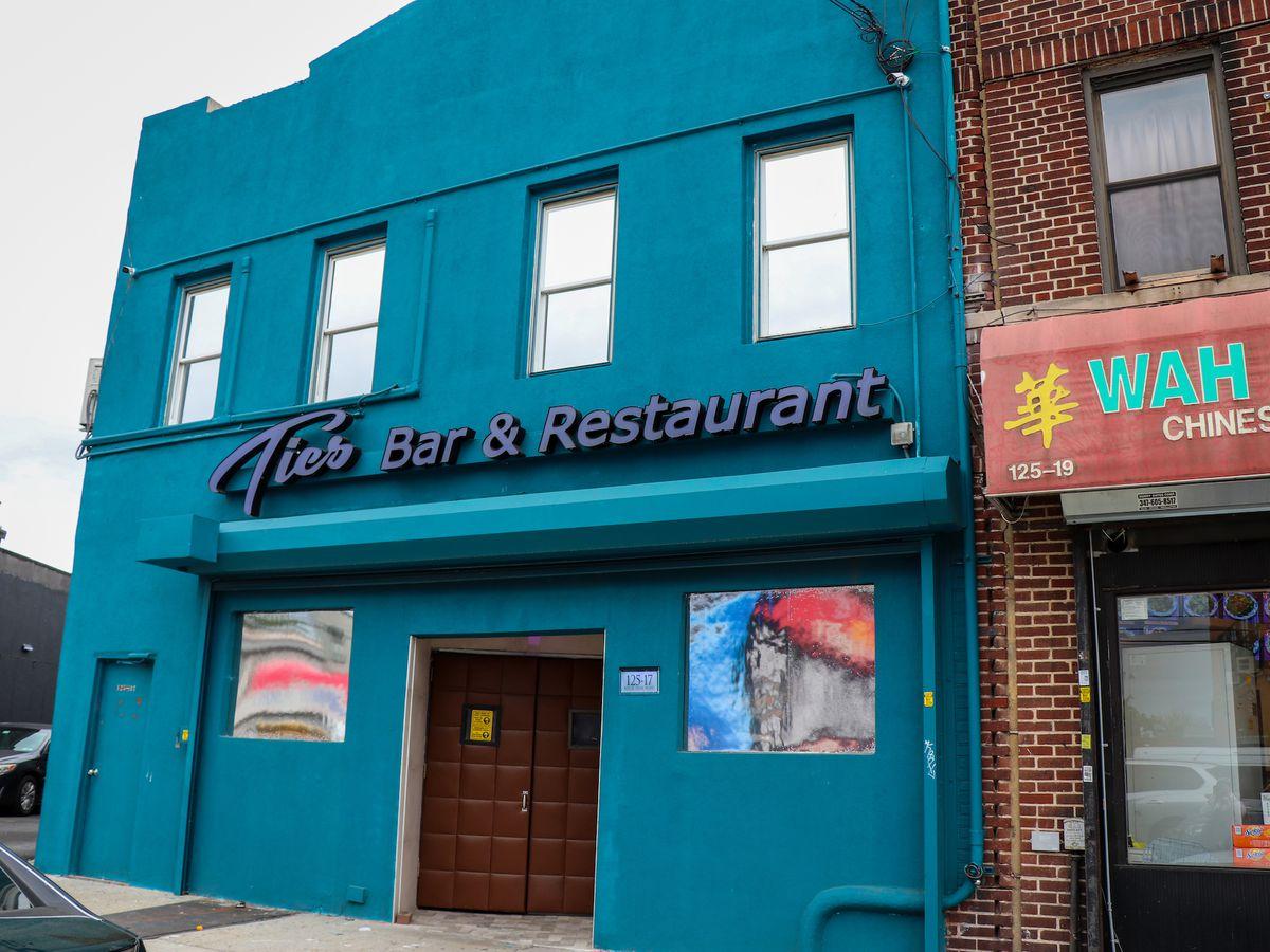 Tics Bar and Restaurant storefron