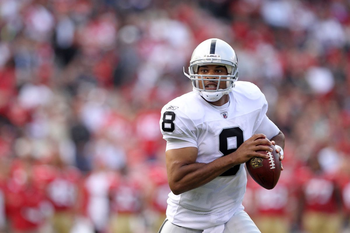SAN FRANCISCO, CA - AUGUST 20:  Jason Campbell #8 of the Oakland Raiders looks to pass the ball against the San Francisco 49ers at Candlestick Park on August 20, 2011 in San Francisco, California.  (Photo by Ezra Shaw/Getty Images)