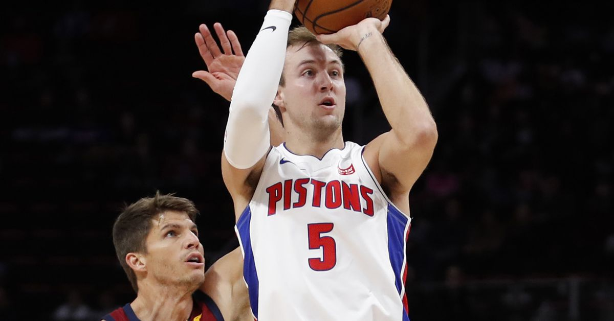 Luke Kennard leaves Cleveland game with shoulder injury ...