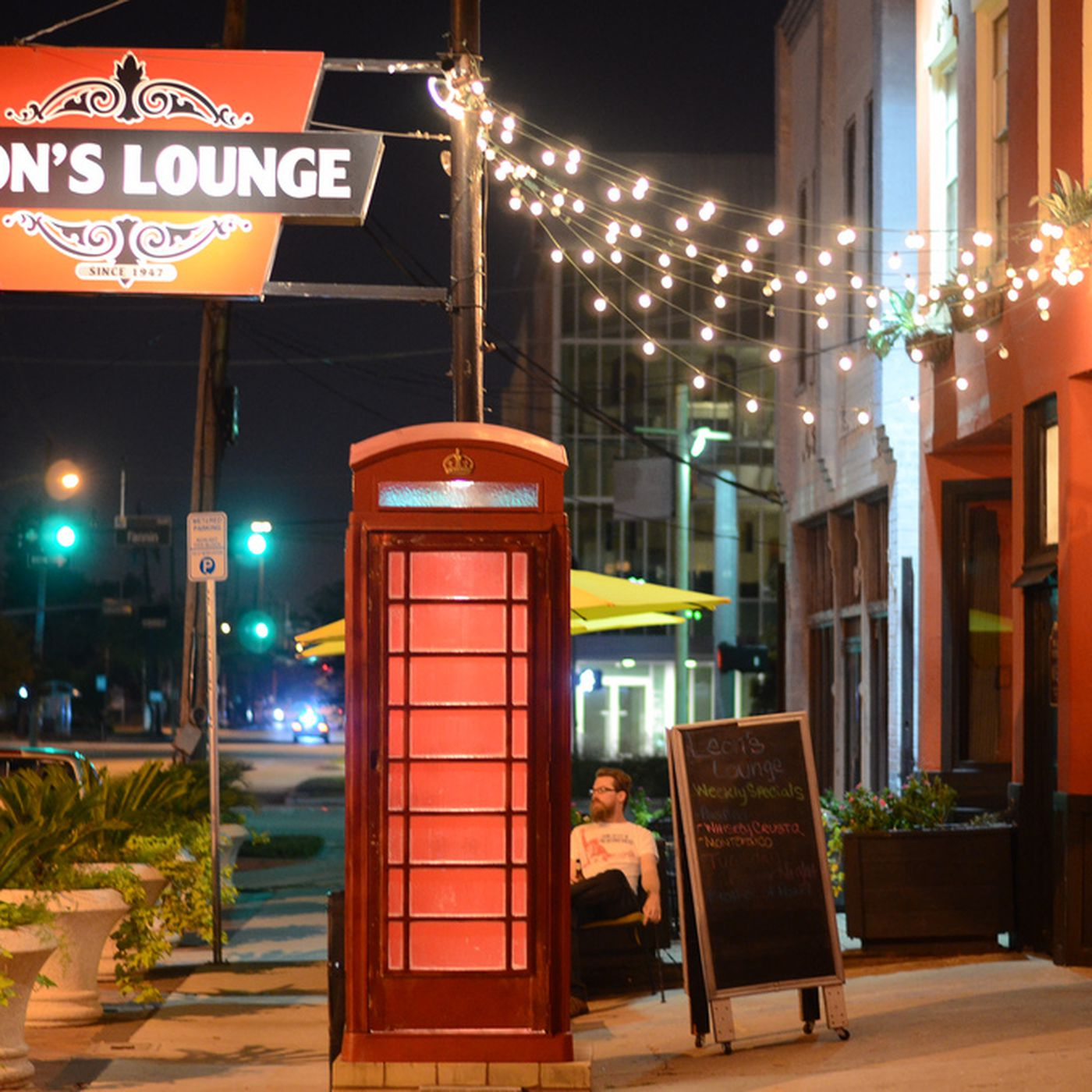 Leons Lounge Houstons Oldest Bar Unexpectedly Shutters Eater