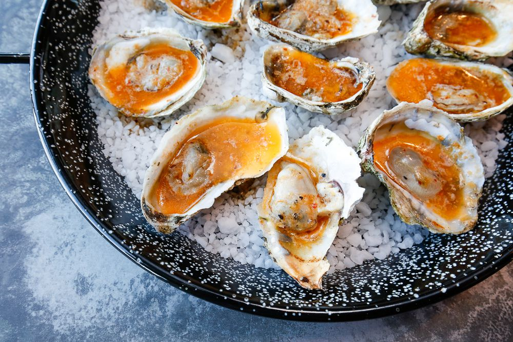 Plate of oysters on ice