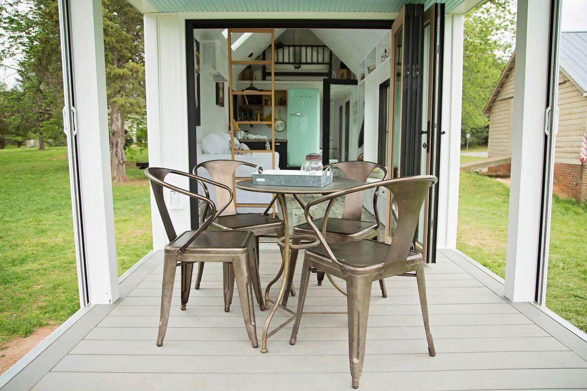Fabulous This Farmhouse Style Tiny House On Wheels Fits Family Of Interior Design Ideas Tzicisoteloinfo