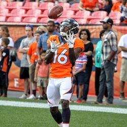 Broncos WR Isaiah McKenzie about to catch a kick during pregame warmups.