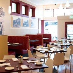 """<a href=""""http://sf.eater.com/archives/2012/02/13/inside_jakes_on_market_opening_wednesday.php"""">SF:Inside <strong>Jake's on Market</strong>, Now Softly Open</a>"""