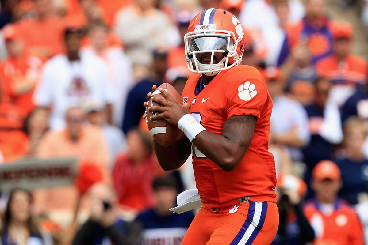 CLEMSON, SC - SEPTEMBER 17:  Tajh Boyd #10 of the Clemson Tigers throws a pass against the Auburn Tigers during their game at Memorial Stadium on September 17, 2011 in Clemson, South Carolina.  (Photo by Streeter Lecka/Getty Images)