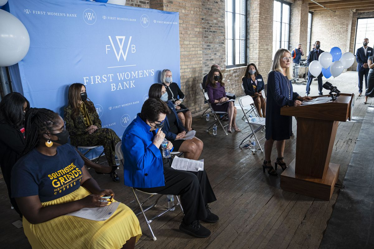 First Women's Bank CEO Marianne Markowitz speaks about the mission fo the bank during a cutting ceremony at the First Women's Bank at 1308 N Elston Ave in Goose Island, Wednesday, Sept. 22, 2021.   Anthony Vazquez/Sun-Times