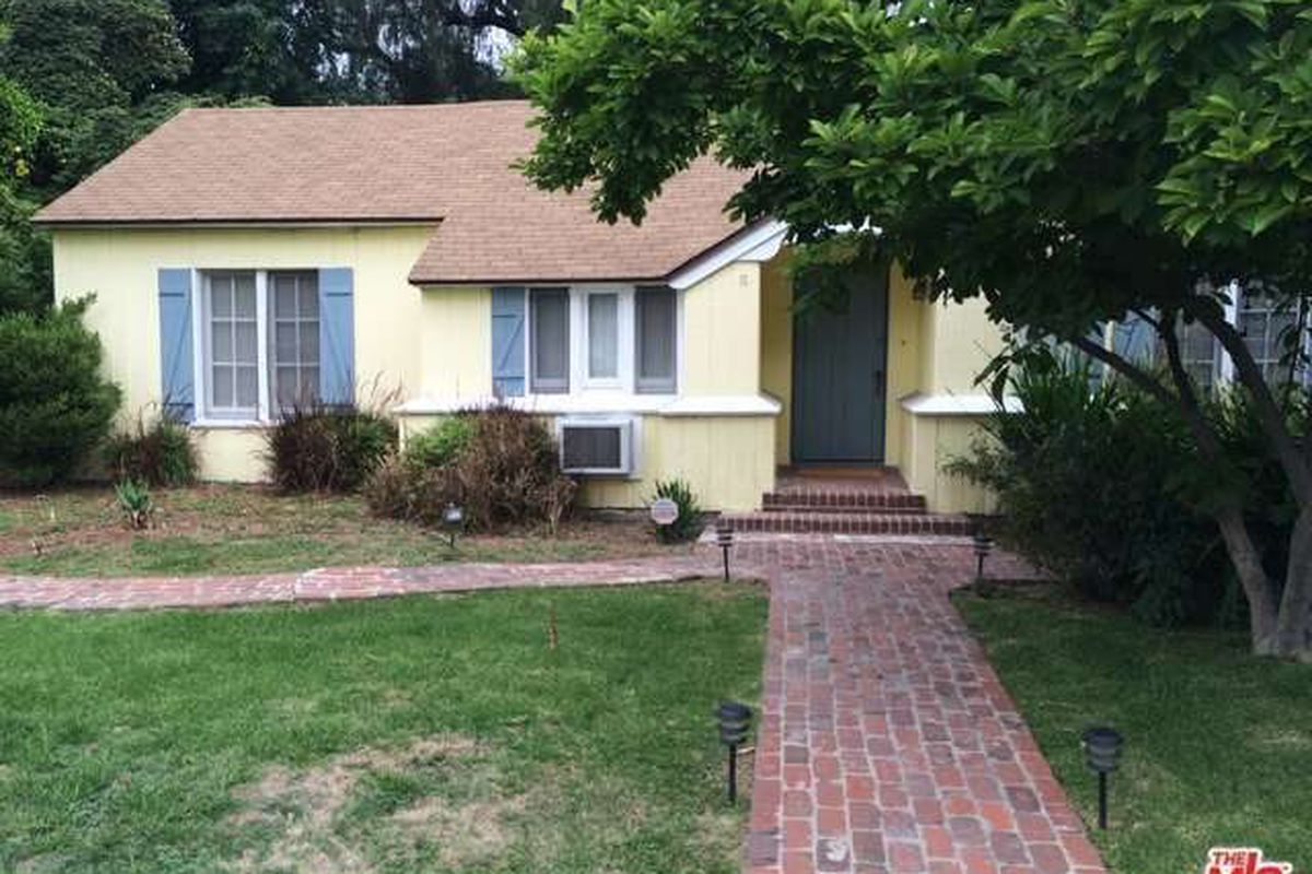 sweet 1930s traditional fixer in valley glen asking  749 000