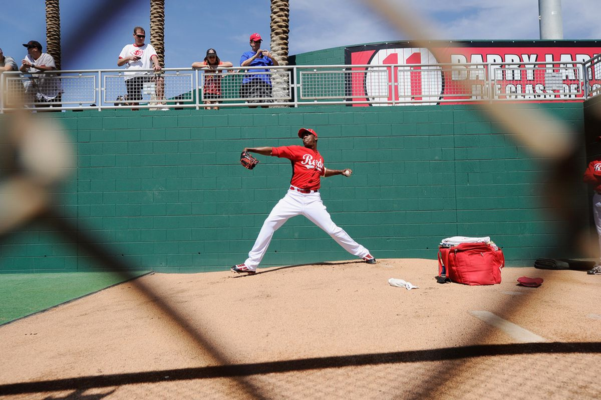 """The photographer used the composition technique of """"diamond"""" framing to show that Aroldis Chapman is a baseball player."""