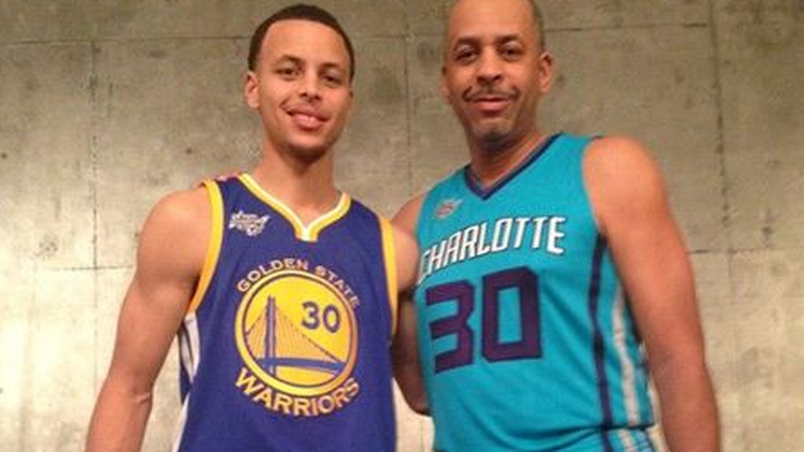Stephen And Dell Curry Pose For Awesome Family Photo After