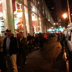 """On Fifth Avenue in midtown, early this morning, via <a href=""""http://twitpic.com/702m37"""" rel=""""nofollow"""">@lauriesegallCNN</a>"""