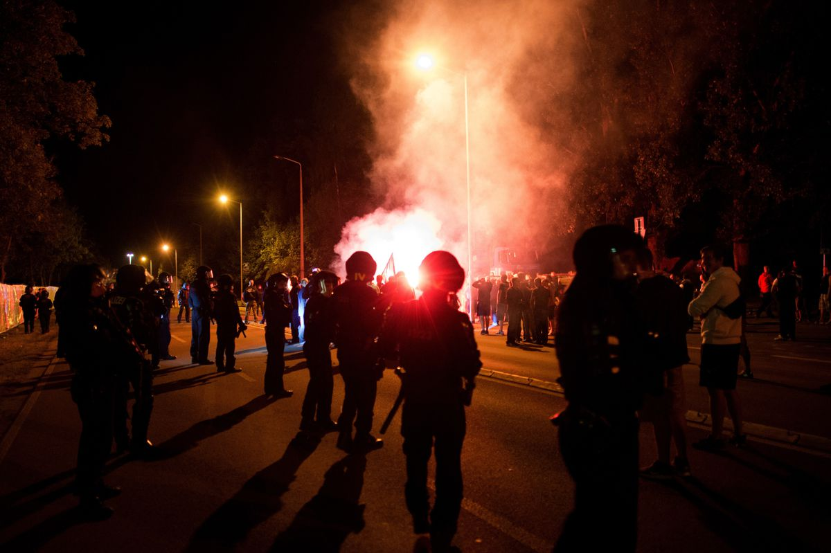 Police face off against xenophobic rioters in Heidenau, Germany