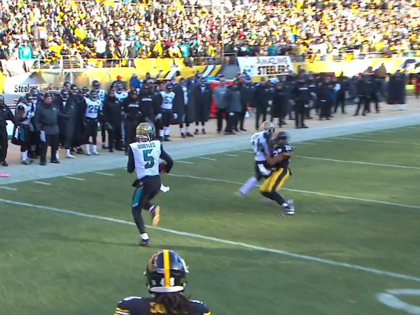 T J Yeldon Delivered A Crushing Block On Mike Mitchell At The Command Of Blake Bortles Sbnation Com