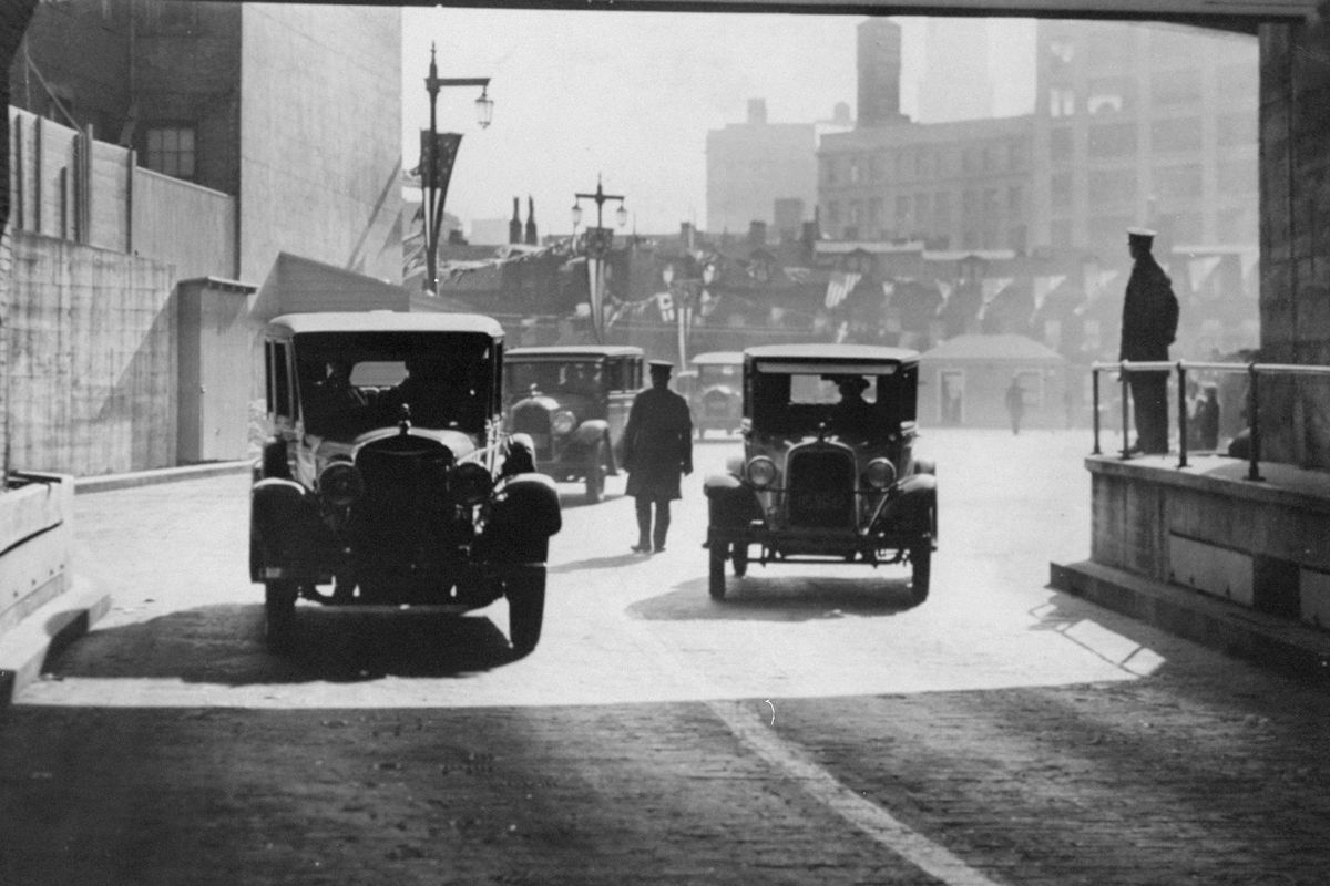 The New York entrance of the Holland Tunnel the day it opened.
