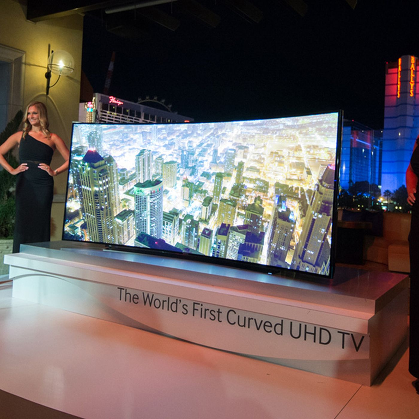 Samsung Reveals A Wild Bendable Tv Prototype And Its Curved 105 Inch Ultra Hd Tv The Verge