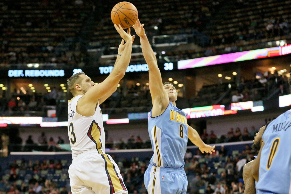 Ryan Anderson gets some trouble from Danilo Gallinari in the teams' matchup earlier this season.