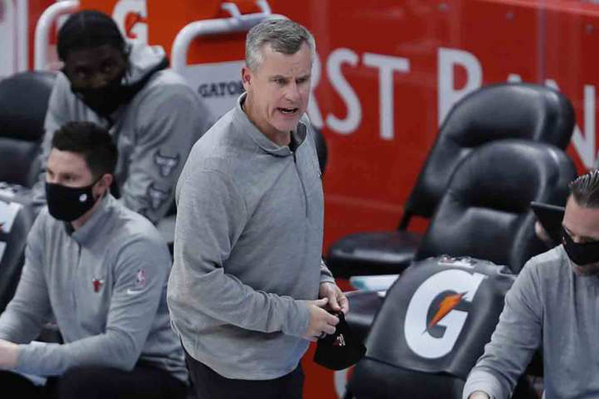 Bulls coach Billy Donovan admits he can do a better job of keeping his mask on during games.