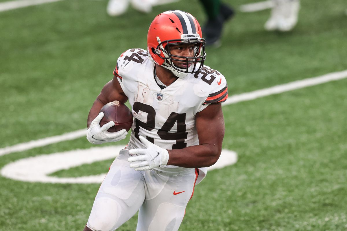 Cleveland Browns running back Nick Chubb (24) carries the ball during the second half against the New York Jets at MetLife Stadium.
