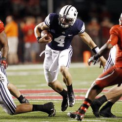 Brigham Young Cougars quarterback Taysom Hill (4) runs up the middle  in Salt Lake City  Sunday, Sept. 16, 2012.