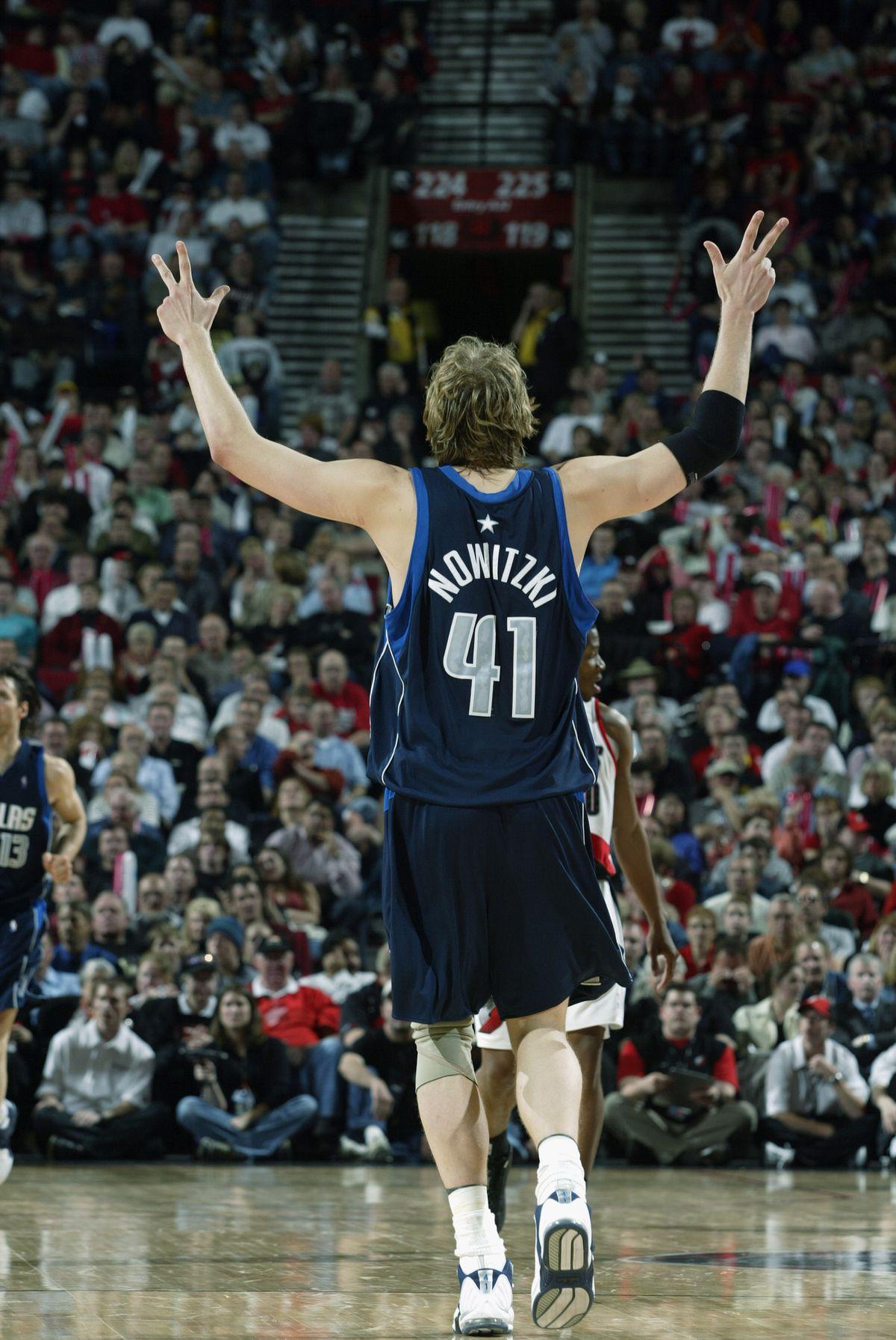 Dirk Nowitzki celebrates