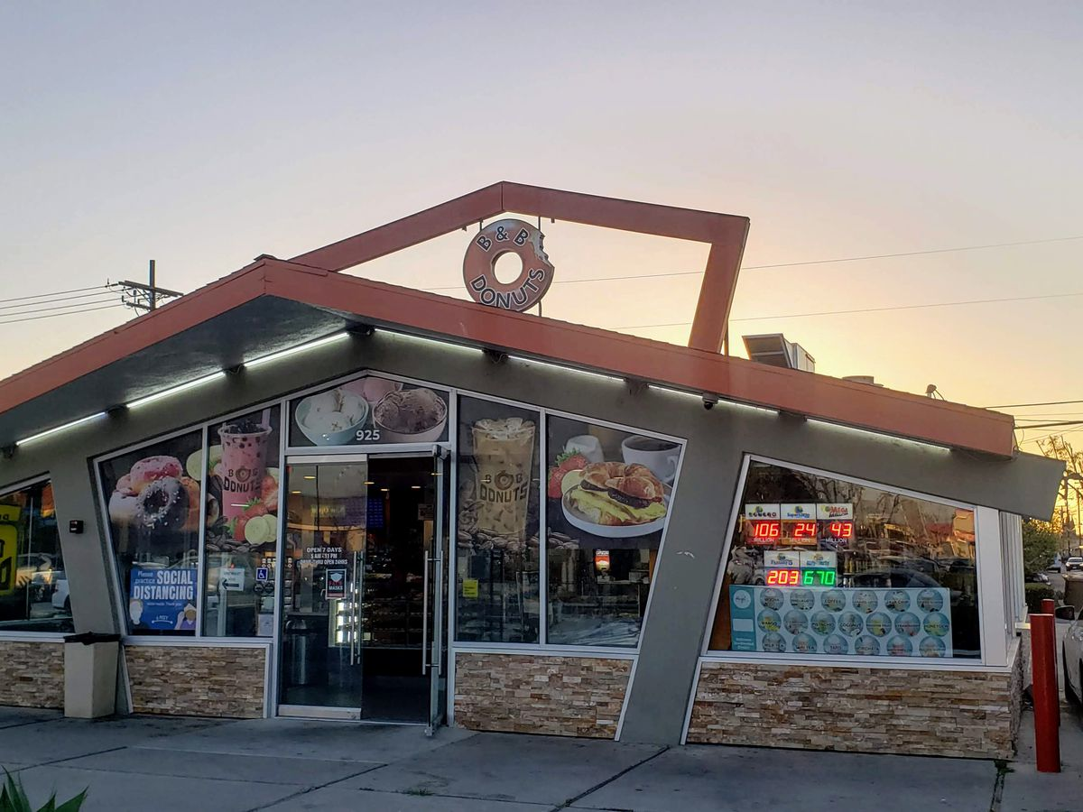 The exterior of B & B Donuts in Fullerton, California