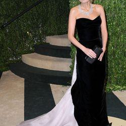 Kristin Chenoweth chose velvet Giorgio Armani.
