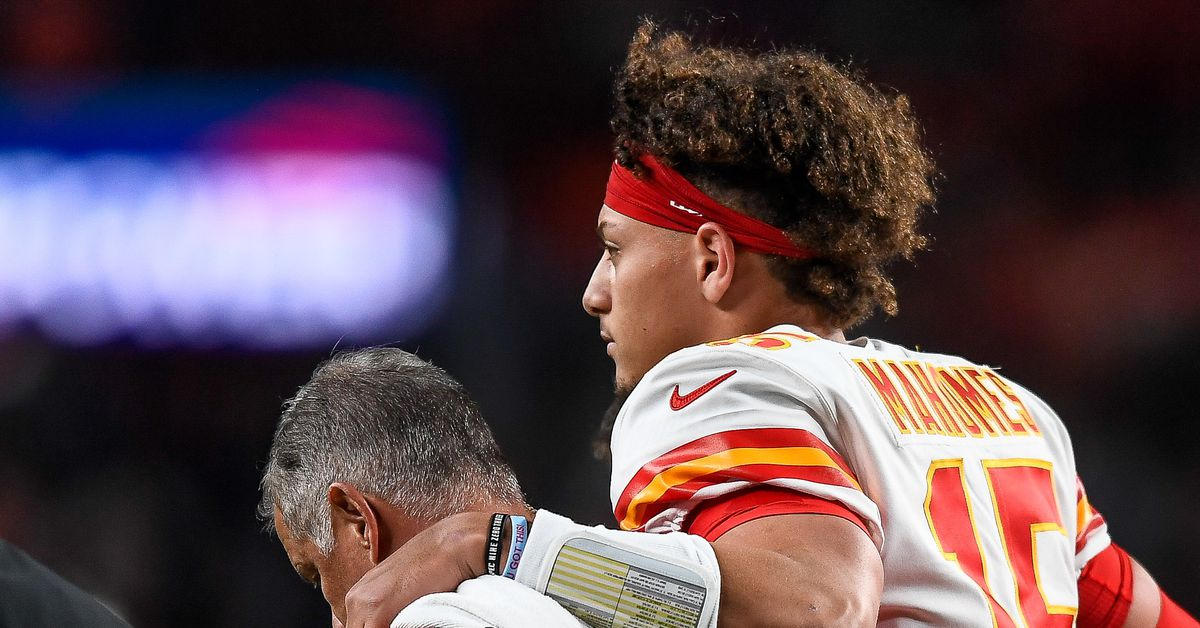 Patrick Mahomes provides update on his turf toe rehab
