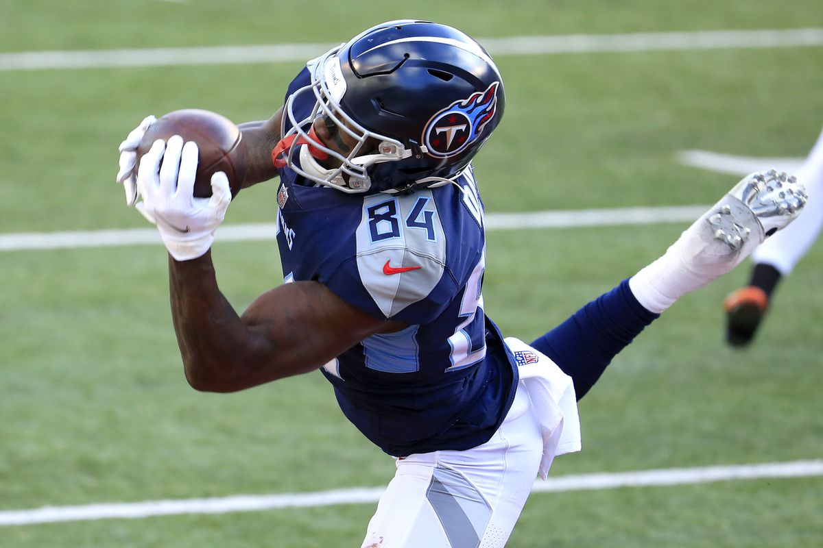 Wide receiver Corey Davis #84 of the Tennessee Titans makes the catch for a touchdown reception in the fourth quarter of the game against the Cincinnati Bengals at Paul Brown Stadium on November 01, 2020 in Cincinnati, Ohio.