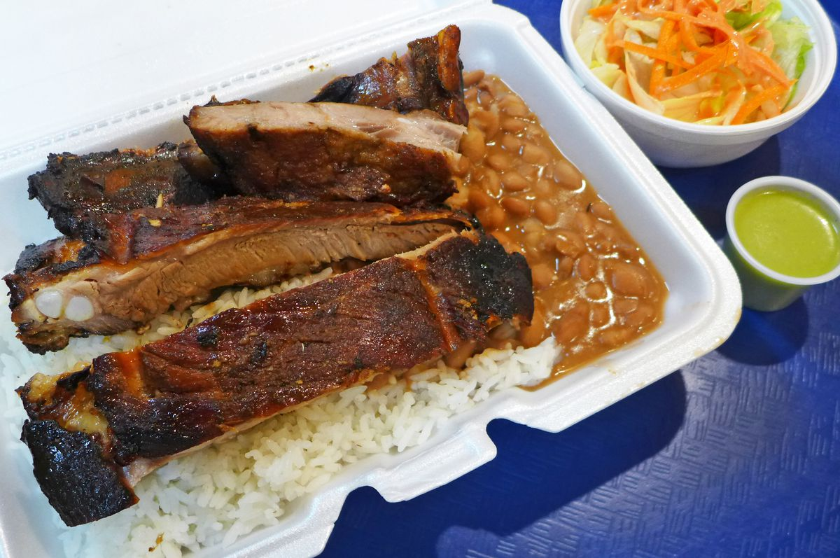 Spare ribs with rice and beans