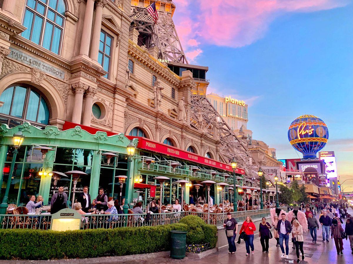 Patio dining on the Las Vegas Strip