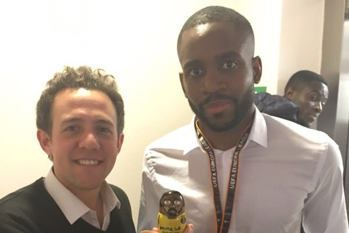 Hernan Sanz with Cedric Bakambu and a Bakambu wooden doll!!