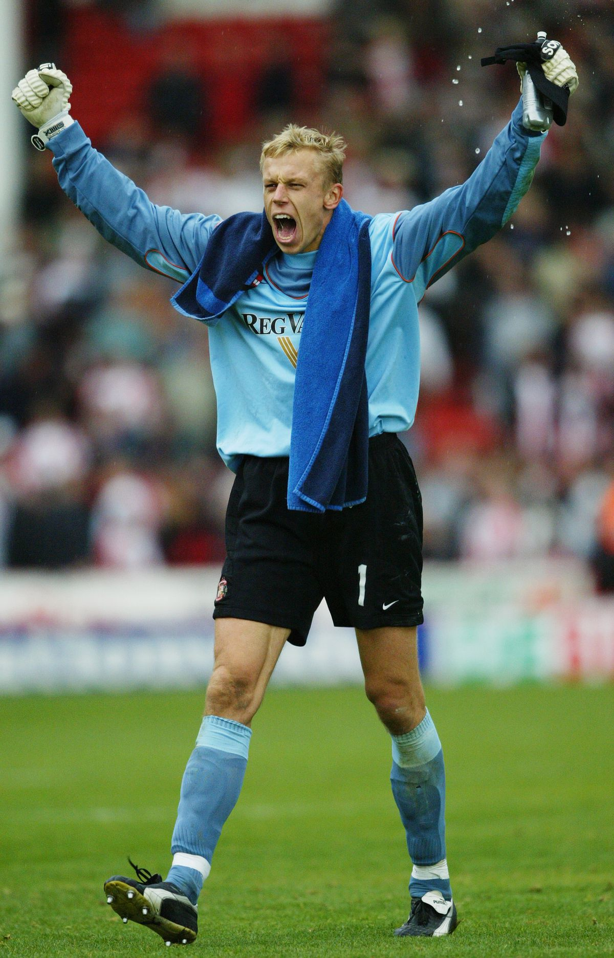 Mart Poom of Sunderland celebrates