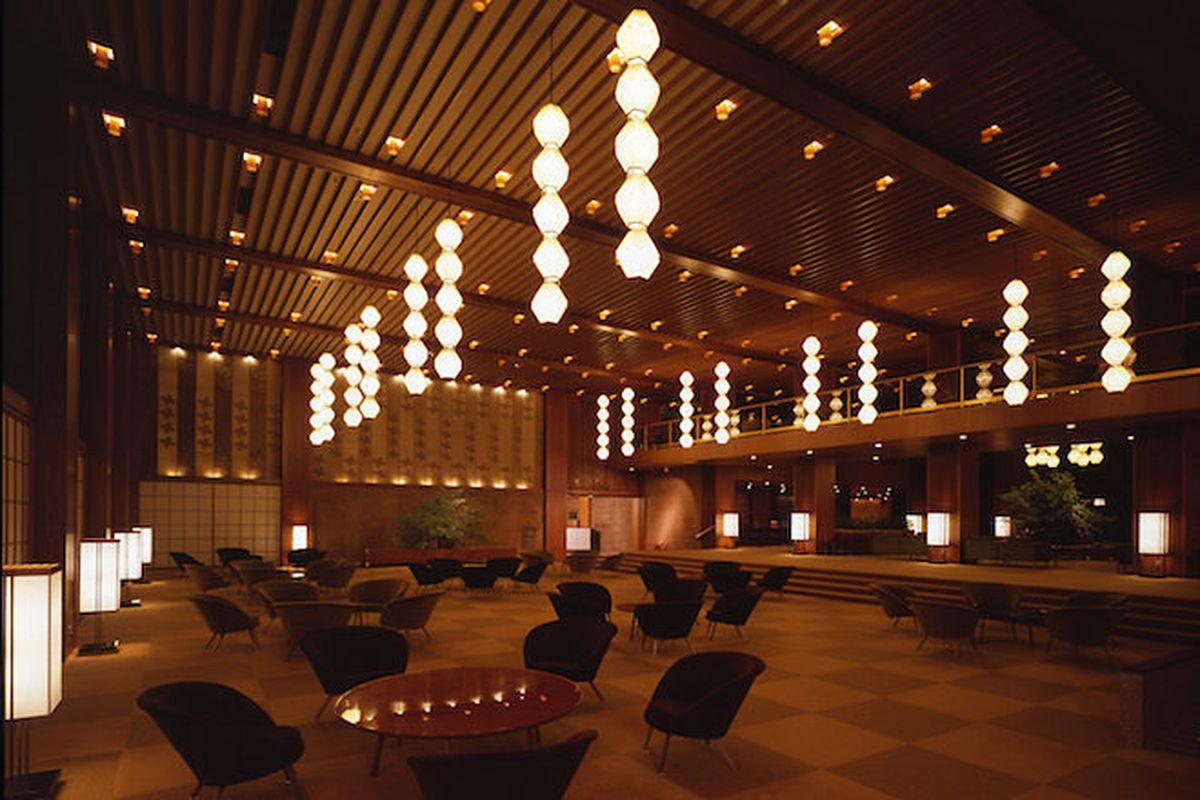 The lobby of the Hotel Okura. Photo by Dana Buntrock.