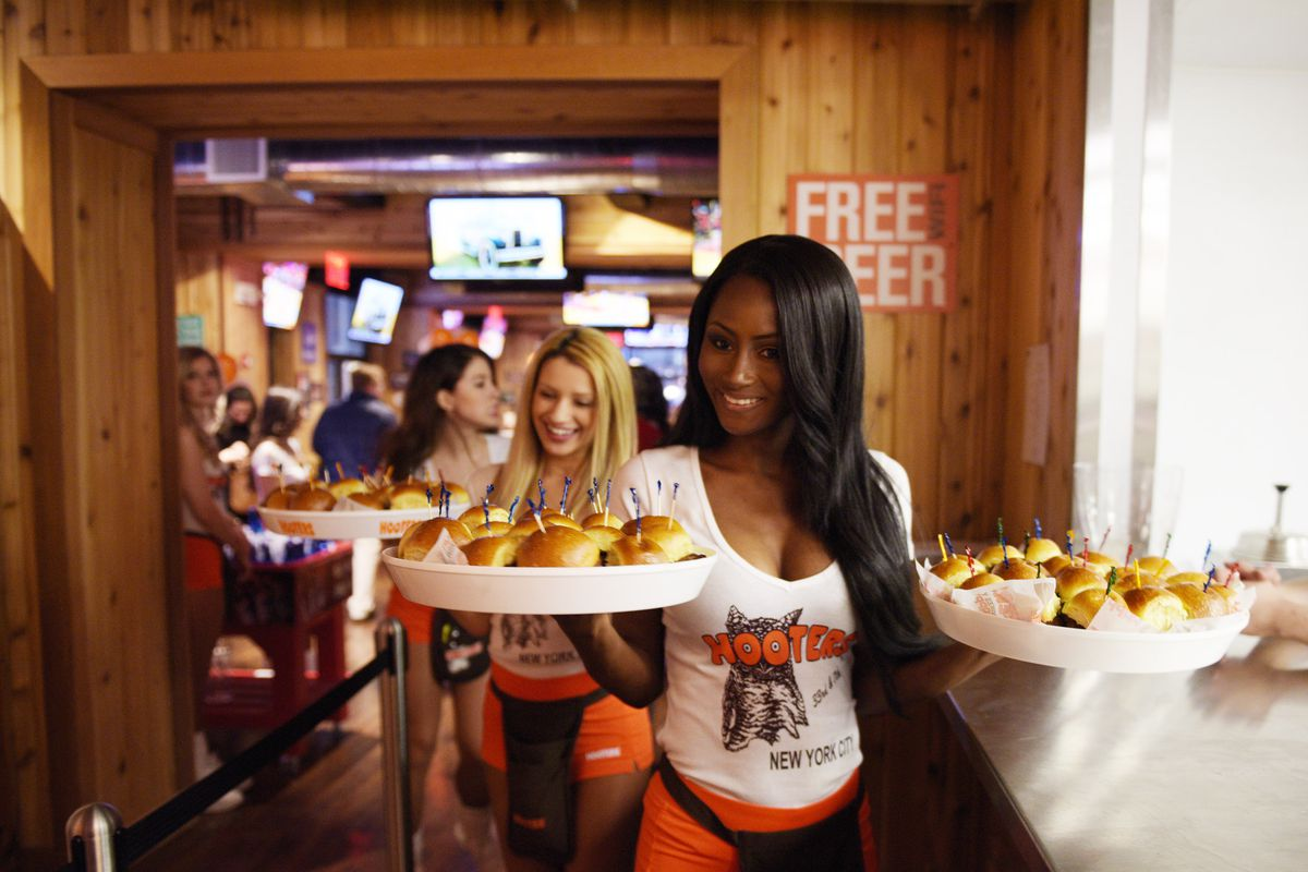 Hooters Is Closing Restaurants Its
