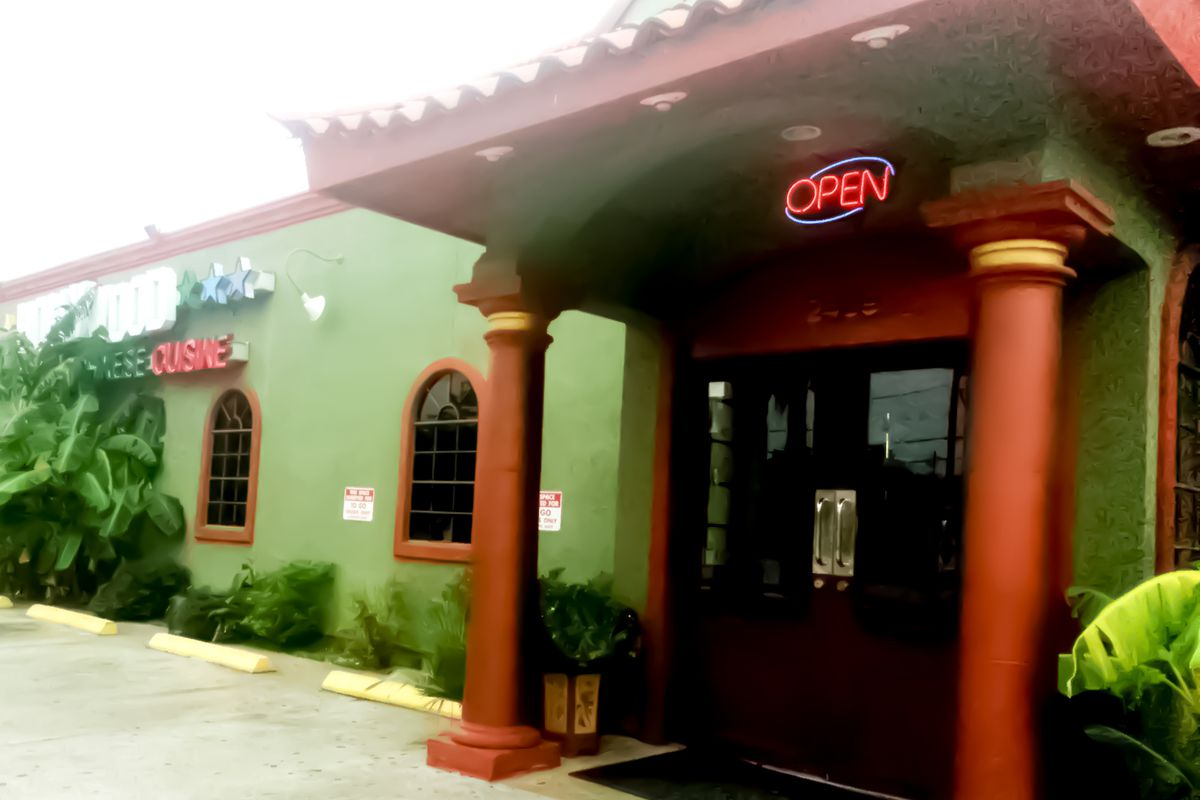 Hollywood Vietnamese Chinese Cuisine to close to make room for new apartment construction.