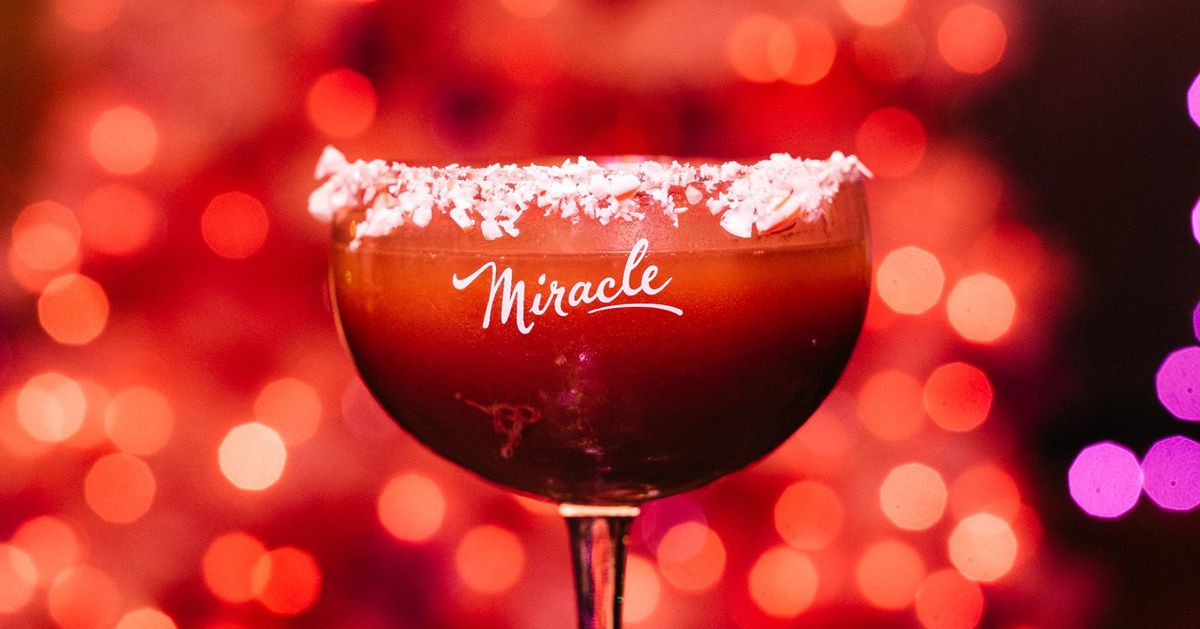 Christmas Cocktail Pop Up Returning To Chicago At Two Bars