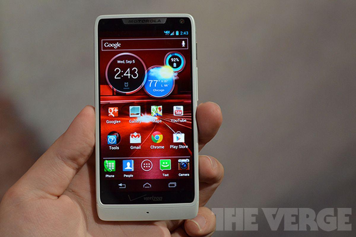 Motorola Droid RAZR M hands-on: same old screen, $99 price ...