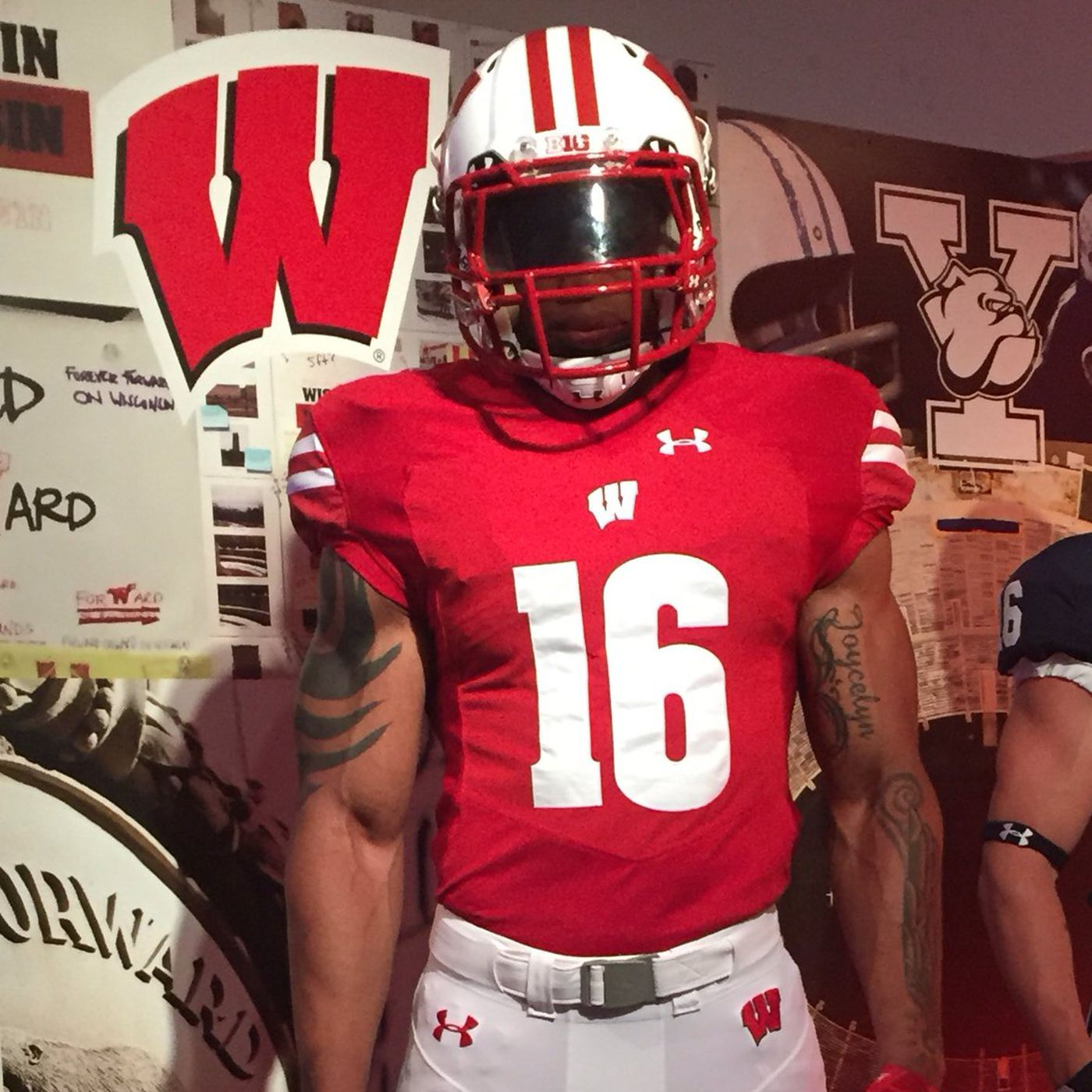 premium selection 61f7b 1439a Wisconsin football: Badgers, Under Armour unveil new ...