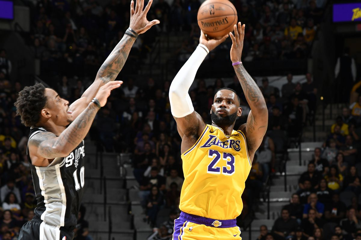 Spurs Hang With Lakers But Fall In The End Pounding The Rock