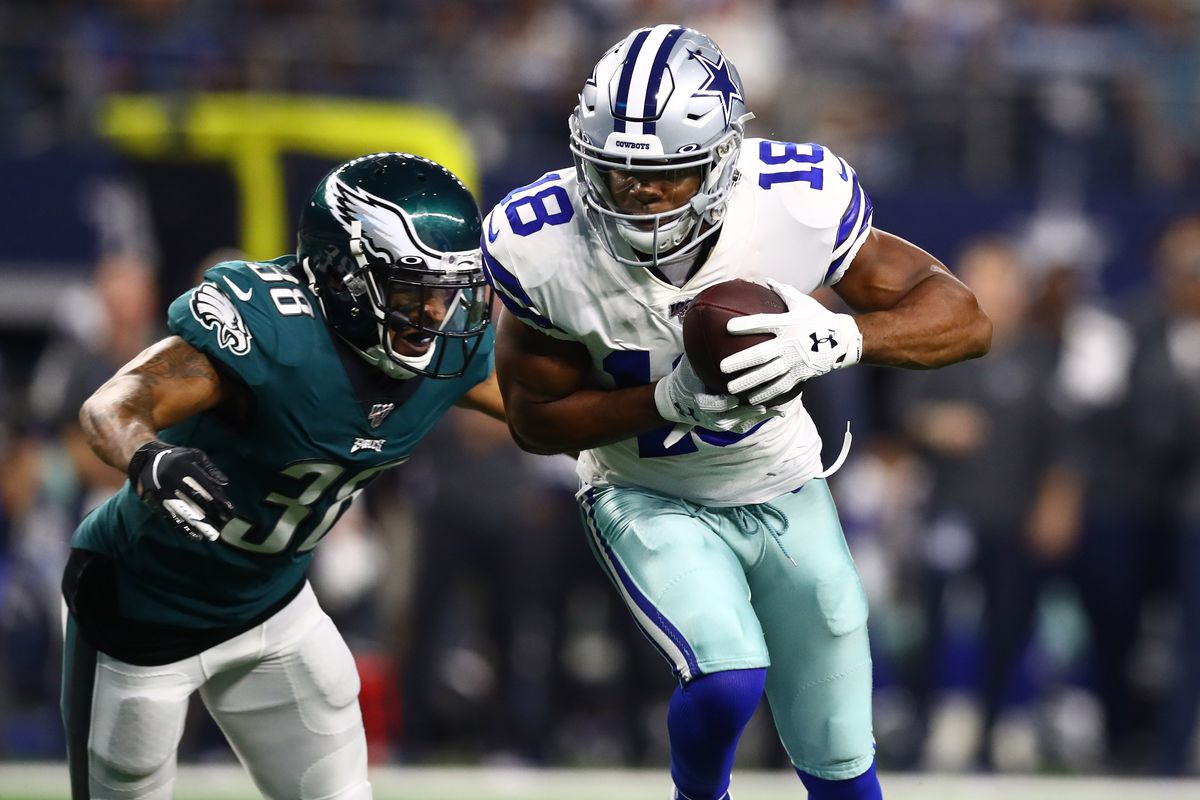 Dallas Cowboys receiver Randall Cobb makes a catch down to the one yard line in the second quarter against Philadelphia Eagles cornerback Orlando Scandrick at AT&T Stadium.