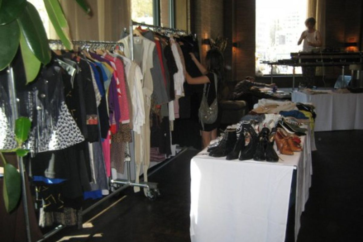 """One of EMG's sales in NYC. Image via <a href=""""http://www.facebook.com/photo.php?pid=1463725&amp;id=57441708038"""">GrandLifeNYC.com</a>"""
