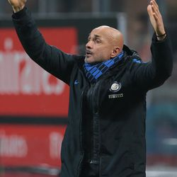 FC Internazionale Milano coach Luciano Spalletti gestures during the TIM Cup match between AC Milan and FC Internazionale at Stadio Giuseppe Meazza on December 27, 2017 in Milan, Italy.