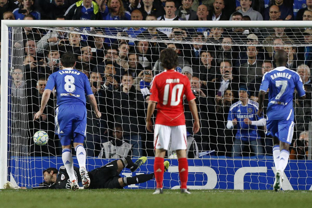 Chelsea's Frank Lampard, left, scores a goal past Benfica goalkeeper Artur during the Champions League quarterfinal soccer match between Chelsea and Benfica at Stamford Bridge Stadium in London, Wednesday, April 4, 2012.