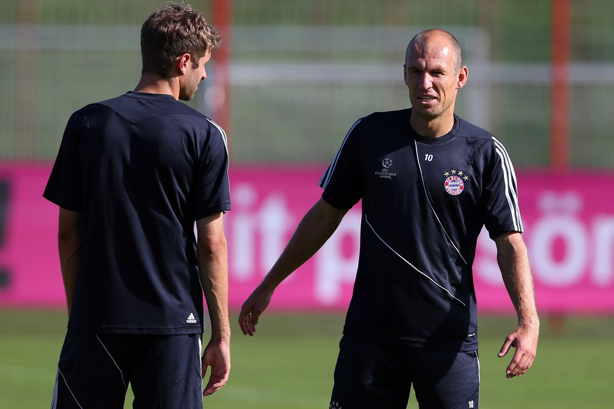 MUNICH, GERMANY - SEPTEMBER 18:  Arjen Robben talks to his team mate Thomas Mueller (L) during a FC Bayern Muenchen training session ahead of their UEFA Champions League group F match against Valencia CF at the Saebener Strasse training ground.