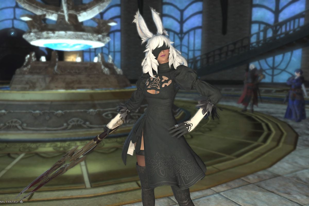 A white-haired Viera wears 2B's outfit in Final Fantasy 14