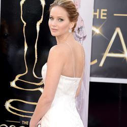Necklaces worn backwards: Is J Law starting a new trend?