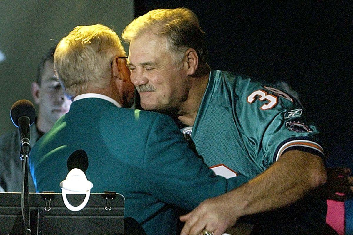 Miami Dolphins former running back Larry Csonka (R