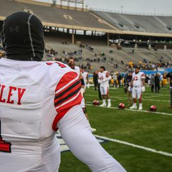 Utah Utes quarterback Tyler Huntley (1) warms up before the Zaxby's Heart of Dallas Bowl between the Utah Utes and the West Virginia Mountaineers in Dallas Texas on Tuesday, Dec. 26, 2017.